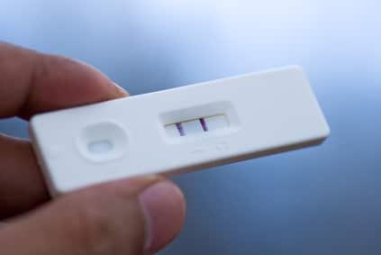 Les tests de grossesse et d'ovulation en libre accès dans les pharmacies